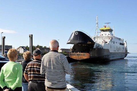 """""""Rennesøy"""" ble satt inn som ekstraferge i sambandet Svolvær -Skutvik i 2012, siden ble den døpt om til """"Tranøy"""""""