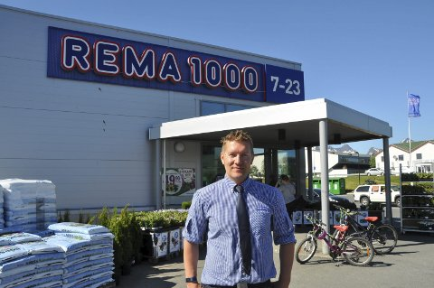 Fornøyd: Kent Kristoffersen er veldig fornøyd med at han fikk butikksjefjobben på Rema 1000 Leknes. 1. oktober tar han over. Foto: Kai Nikolaisen