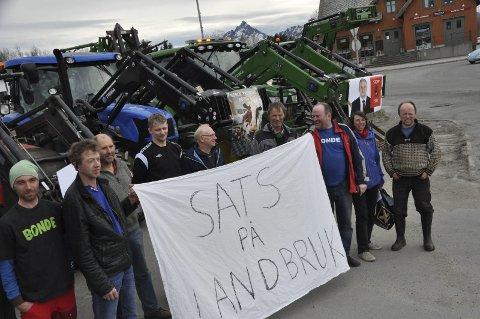 Jordbruksforhandlinger: Flertallet i fylkestinget gir bøndene støtte. Her fra demonstrasjonen på Leknes 16. mai.