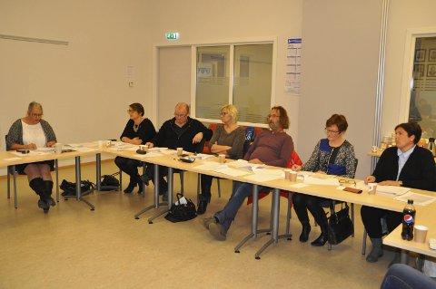 Splittet: Posisjonen i Moskenes er splittet om Reine barnehage skal legges ned eller ikke. Bjørn Jensen (SV, i midten) mener barnehagen bør beholdes foreløpig. SV er en del av posisjonen som har et flertall på syv av 11 representanter.