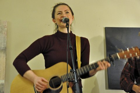 Henningsvær: Anna Kajander spiller på Trevarefabrikken fredag. Foto: Arkiv