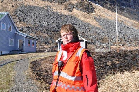 UTFORDRING I FLAKSTAD: Brannsjef i Vestvågøy, Flakstad og Moskenes, Ragnhild Sæbø, skal vurdere å legge ned brannstasjonen på Ramberg.