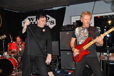 Hermod Falch er fra Sennesvika, mens mor til bassist Bernt Bodal er fra Flakstad