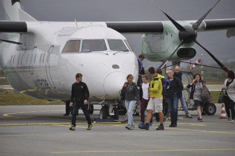 Rekordtall: Flypassasjerene strømmer til Lofoten på sommer. I juli var det om lag like mange registrerte flypassasjerer til og fra Lofoten som innbyggere med 24.033 passasjerer til Svolvær, Leknes, Værøy og Røst. Her fra Leknes lufthavn som hadde rekordmåned med 12.503 passasjerer.