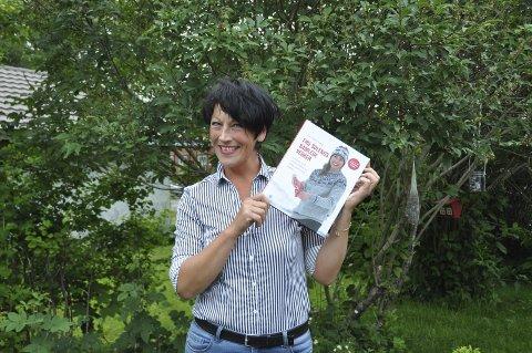 Stolt: I forrige uke kunne Lone Soleng endelig holde i sin egen bok. I flere måneder har hun jobbet med «Fru Solengs samlede verker.»Foto: Synne Mauseth