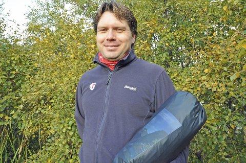 Turklar: Bjørn Harald Brenna i Lofoten Turlag var søndag morgen klar med innpakket telt og planen klar. Foto: Lise Fagerbakk