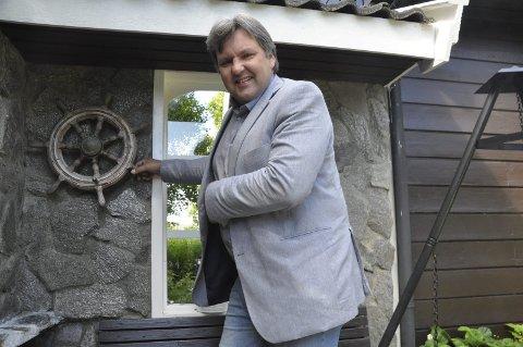 Klar for løvebakken: Jonny Finstad og familien på fire skal ha Oslo som base mens han er stortingsrepresentant. – Vi ønsker å bo under samme tak. Det er en belastning for alle om jeg skal være ukependler. Men jeg skal reise like mye i Nordland selv om vi bor i Oslo, sier Finstad.