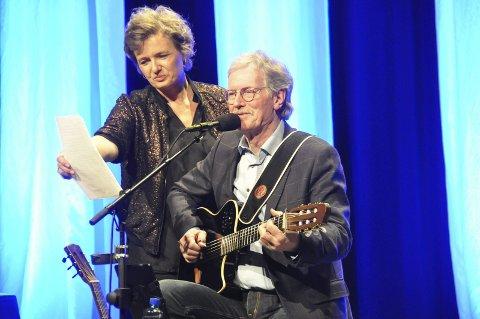 SYKEMELDT: Ingrid Bjørnov er sykemeldt og avlyser vårens turne. Her fra forestilling i 2016 sammen med gitarist Øystein Sunde.