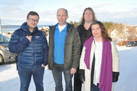 LISTETOPPER: Trond Kroken (i midten) topper listen til Flakstad Sp, med Marit Stokvik Johansen (foran t.h.) på andreplass og Jim Olaisen på tredjelass. Elin Torbjørnsen (bak) forsvinner ut av kommunepolitikken FOTO: Magnar Johansen