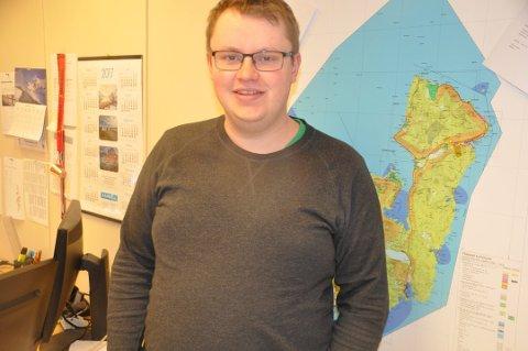 TVANGSMULKT: Enhetsleder Tom Kristian Halland i Flakstad truer Oslo-selskap med tvangsmulkt for brudd på plan- og bygningsloven. FOTO: Magnar Johansen