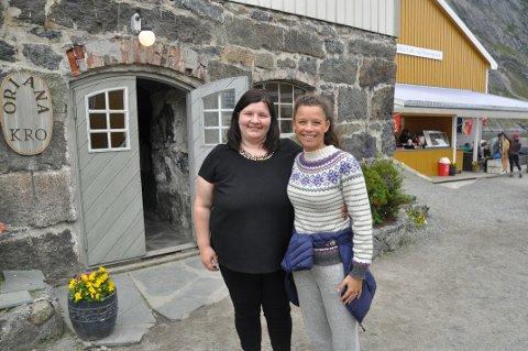NY VEI FOR NUSFJORD: Daglig leder i Nusfjord Drift AS, Renate Johansen (t.v.) og styremedlem i eierselskapet Nusfjord AS, Caroline Krefting, vil ha gjester som blir flere dager, ikke masseturisme.             Foto. Magnar Johansen
