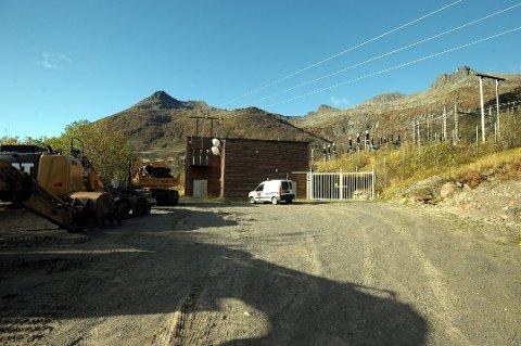 Her fra Kvitfossen kraftstasjon og helt til Solbjørn i Flakstad bygger Lofotkraft nytt høyspentnett. Nå bes det om et landsomfattende spleiselag som er rettferdig og gir mer lik nettleie.