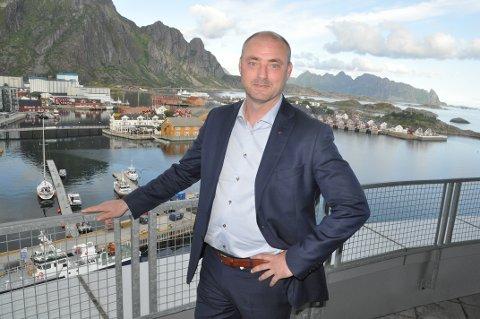BEKYMRET: Administrerende direktør i Sjømatbedriftene, Robert Eriksson, mener prøveboring åtte mil sør for Lofoten er en stor trussel mot fiskerinæringen.  FOTO: Magnar Johansen