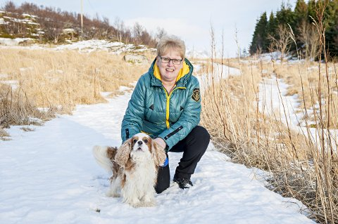 Edith Annie Lorentzen er svært glad i hunder og vil holde kennelen åpen så lenge helsen holder.