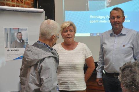 ELDREOMSORG: Pål Krüger (th.) mener Vestvågøy bør delta i leder Siv Jensens og Frps flaggskip innen omsorg: Statlig finansiering av eldreomsorgen.