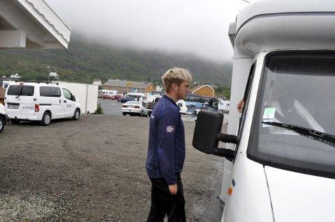 AKTIV NÆRINGSDRIVENDE: Carl Fredrik Gylseth er fisker, bilutleier og turistvert i Moskenes. - Jeg liker mye arbeid, sier han.