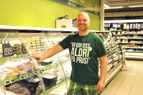 Ole-Petter Tandsten forteller at Kiwi i Svolvær sentrum har god vekst og kundetilfang. Arkivfoto.