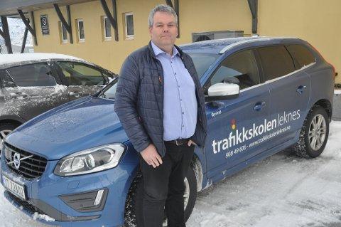 Daglig leder ved Trafikkskolen Leknes, Øyvind Trondsen, forteller at det fokuseres på ruskjøring under kjøreopplæringen.