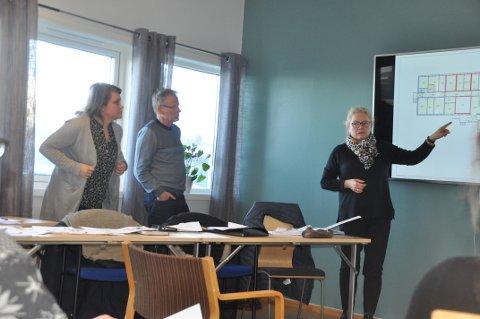 DYRERE SKOLE: Sivilarkitekt Solveig Anette Erdahl advarer mot å utsette riving av Ramberg skole. Her sammen med arkitektene Stein Hamre og Wenche Henriksen fra Stein Hamre arkitektkontor på Leknes.