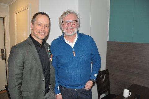 FLYPLASS: Stortingsrepresentant Jon Gunnes (t.h.) og Vestvågøy Venstre ordførerkandidat, Rolf G. Zimmermann, er kritisk til at storflyplass dominerer debatten. – Lofoten har et godt tilbud i dag.
