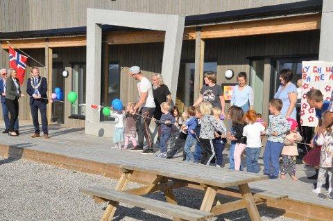 FLERE BARN: Vestvågøy må finne mer penger til barnehagene. Her fra åpningen av Lynghaugen barnehage i fjor høst.
