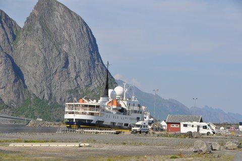 DEPOSITUM: Moskenes vil kreve depositum fra skip som bestiller kaiplass i Reine havn,