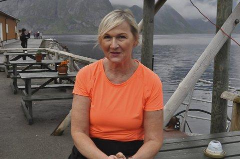 Solgt: Anita Gylseth har solgt tre rorbuer med kaipromenade ved Reine.