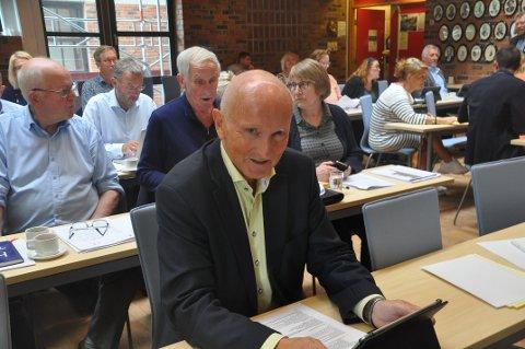 MØTES: Søren Fredrik Voie er forhandlingsleder i Vestvågøy Høyre, og utelukker ikke at det blir forhandlinger etter mandagens møte.