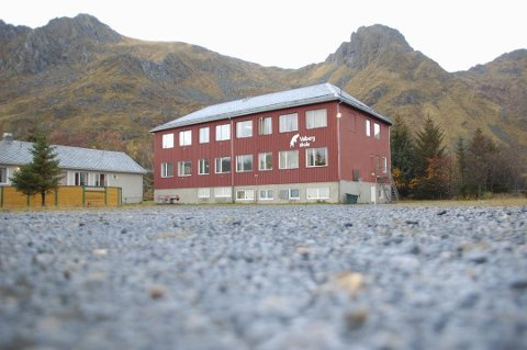Overnatting: Magnussen Eiendom AS  har planer om å restaurere og bygge overnatting for egne ansatte i det gamle skolebygget på Valberg.