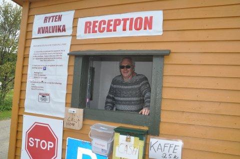 NY INNGANG: Innersand er blitt en ny inngang til Kvalvika og Ryten i Flakstad. Leif Normann Solhaug har hatt stor pågang etter parkeringsplass.