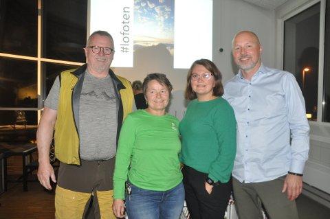 ETTERLYSER PLANLEGGING: Jann Engstad (t.v.), June Grønseth, Karin Marie Antonsen og Sigve Olsen diskuterte turistutviklingen i Lofoten. Alle fire var enige om at bedre planlegging og turistskatt vil bidra positivt.