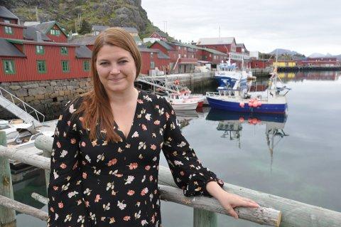 FISKERI: Aps fiskeripolitiske talskvinne, Cecilie Myrseth, inviterer til møte i Svolvær i kveld om fiskeripolitikk. Her fra besøk i Stamsund.