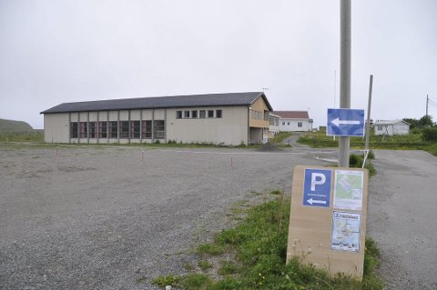 IKKE SOLGT: Politikerne er overrasket over at Fredvang skole ikke formelt er overdratt til ny eier.
