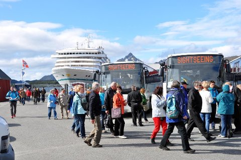 CRUISEAVHENGIG: Mye av driften til Arctic Guide Service AS er rettet mot cruisetrafikken, og  mye av inntektene er borte etter pandemien slo til