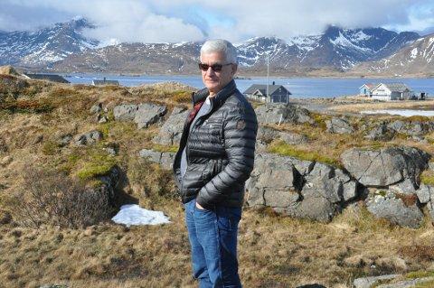 BOLIGFELT: Kristian Lennertsen er spent på om Fylkesmannen mener Flakstad kommune må dekke hans utgifter i forbindelse med stopp i byggingen i Jusneset.