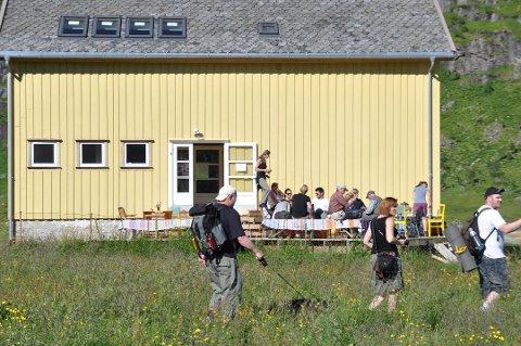 VINDSTAD: Om sommeren er det et yrende liv på Vindstad. Nå er det dokumentert at bygdas fraflyttingsstatus ble opphevet i 1981.