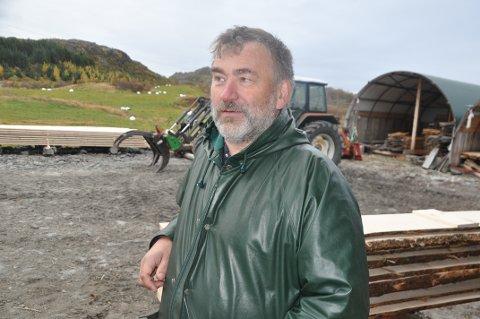 MYRJORD: Are Johansen i Norsk Landbruksrådgivning på Leknes stiller spørsmål ved et klimaregnskap som stopper lokal nydyrking og øker importen. - Klimapåvirkningen må ses i sammenheng, mener han. Foto: Magnar Johansen