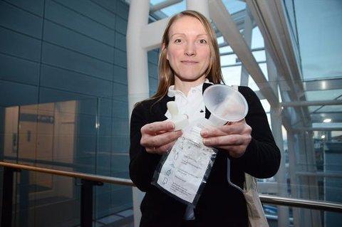 Jeanette Grønnslett desginet nytt produkt. Neste år slippes det ut på markedet. Foto: Nordlandssykehuset.