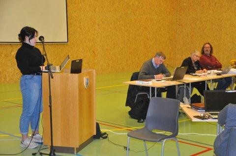 SKEPTISK: Ella Eriksen fra ungdomsrådet i Moskenes var skeptisk til oppvekstsenter på Sørvågen.