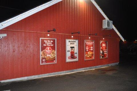ØLSALG: Reine Handleri er mer butikk enn kiosk og bensinstasjon, mener kommunestyret. Da ble det ja til øl. Foto: Magnar Johansen