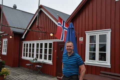 BØR KOMME REGLER: Svein Kåre Johnsen i Kræmmarvika på Ballstad hilser nye regler for airbnb i Vestvågøy velkommen.