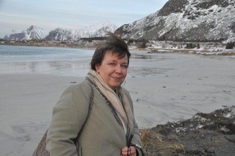 FARTSGRENSE: Marit Refsvik Johansen mener kommunen bør jobbe for lavere fartsgrense på Ramberg i påvente av gang- og sykkelsti.