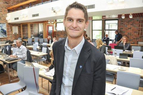 UTSETTELSE: Leder i Vestvågøy Ap, Gøran Rasmussen-Åland, mener kommunen må vurdere betalingsutsettelse.