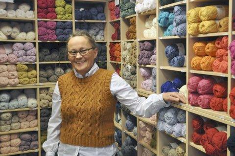 FLERE KUNDER: Grete Iversen ved Gretes Håndarbeid AS på Leknes kan fortelle om en økning i kundemassen som følge av korona-krisen. Arkivfoto