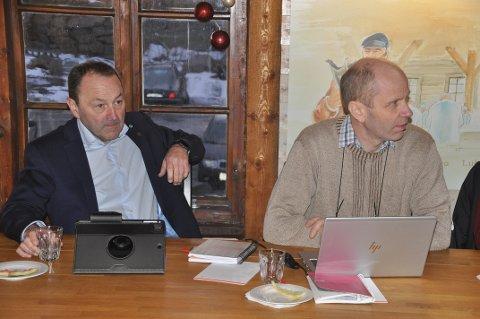 KARANTENE: Flakstad-ordfører Trond Kroken (t.h.) vil ha Vågan-kollega Frank Johnsen og de øvrige ordførerne i Lofoten med på å oppheve karantenereglene over helgen.
