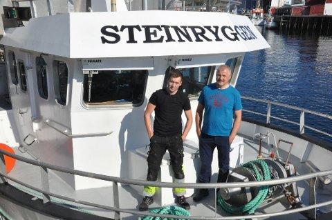 """RONJULSFISKE: I romjula har Daniel og Kurt Roger Myklebust og resten av mannskapet på """"Steinryggen"""" fisket torsk på Innersia.  Dette bildet er tatt da de kom hjem med """"Steinryggen"""":"""