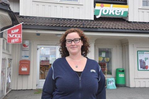 JUBILEUM: For ti år siden flyttet Kristin Arntzen hjem for å overta butikkdriften på Sørvågen. Omsetningen har steget jevnt og trutt.