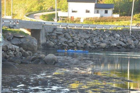 ERSTATTE MED RØR? Kommunestyret i Moskenes vil ikke erstatte bru med rør, blant annet av hensyn til småbåttrafikk og kajakkpadling til og fra Reinefjorden.