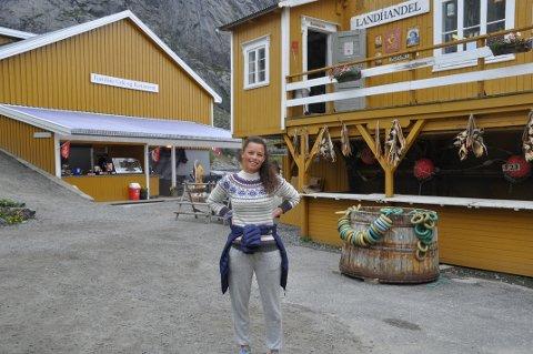 NUSFJORD: Daglig leder Caroline Krefting og Nusfjord Drift AS skal tilby butler til overnattingsgjester i væreiergården. Foto: Magnar Johansen