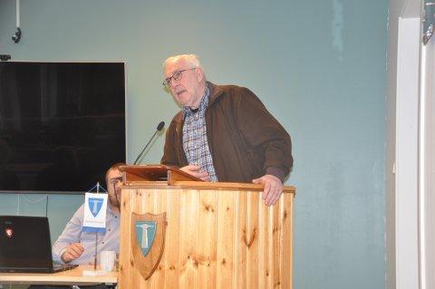 KRAFTIG KRITIKK: Steinar Friis sto for den kraftigste kritikken da anbudsgrunnlaget ble vedtatt i kommunestyret. Varaordfører Niilo Nissinen (SV, bak), har ledet styringsgruppa for ny skolen.  Arkivfoto